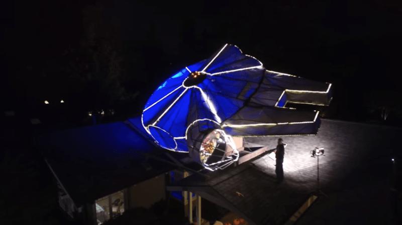 Familia decora su casa para Navidad con un Millennium Falcon