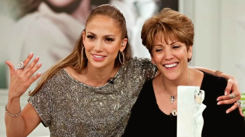 Mamá de Jennifer Lopez también baila con gran ritmo