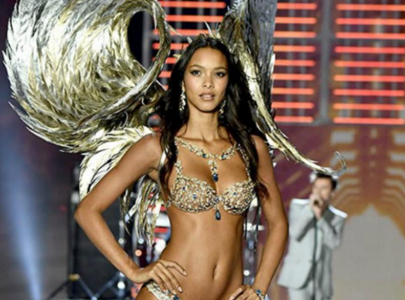 Fotografía de modelo de Victoria's Secret con estrías