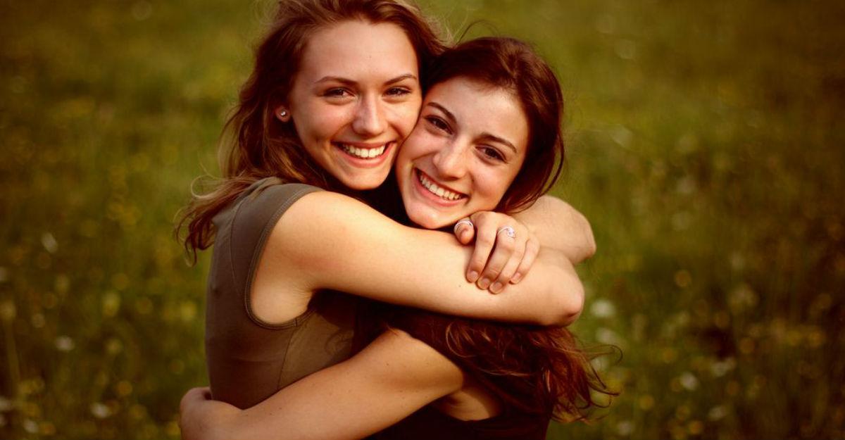 abrazo-mujeres-ayuda
