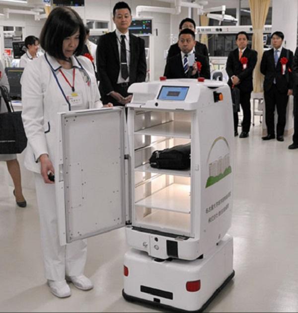 nagoya-hospital-robots