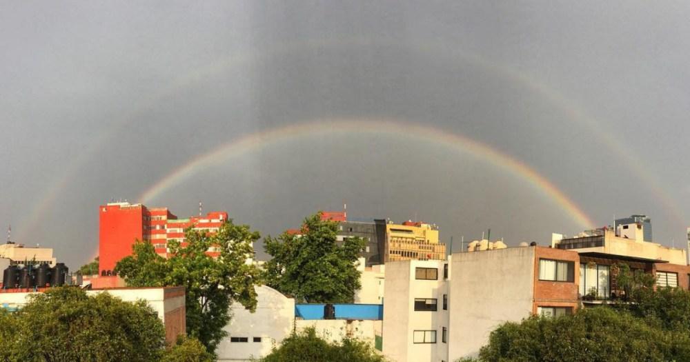 Un enorme arcoíris nos alegró las lluvias en la CDMX