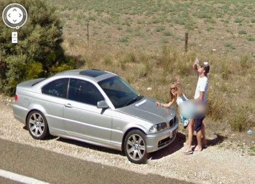 Un perrito es capturado por Google Street View