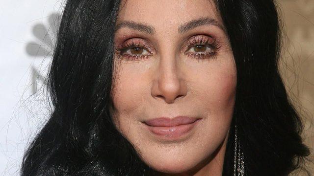 La cantante Cher luciendo espectacular