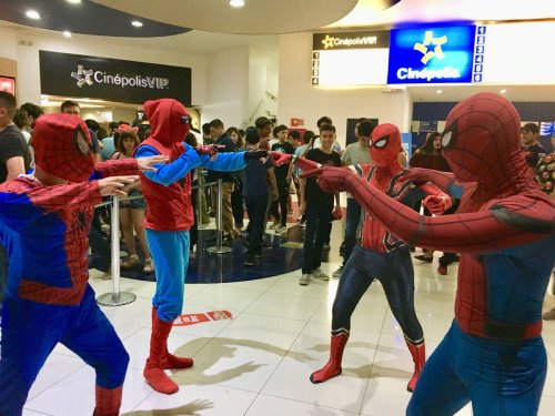 Fans recrearon el meme de spiderman