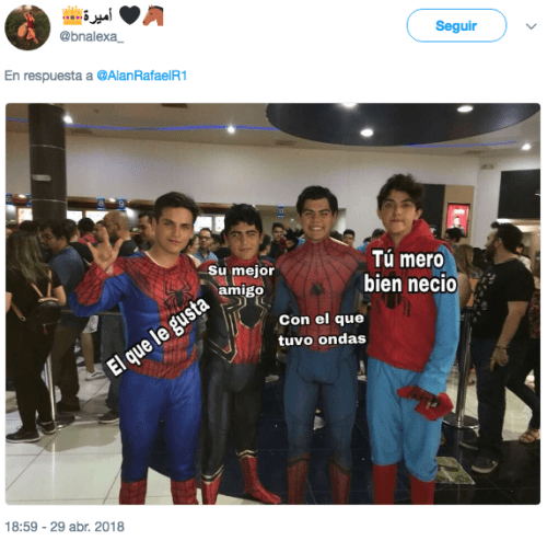 Recrean meme de spiderman en cine en méxico