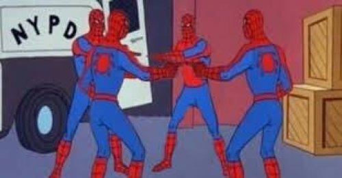 Fans recrean meme de spiderman en el cine