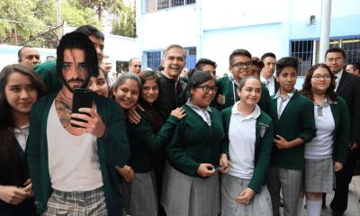 Maluma Suéter Verde IMSS Escuela Meme