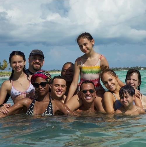 Jennifer Lopez festeja cumpleaños 49