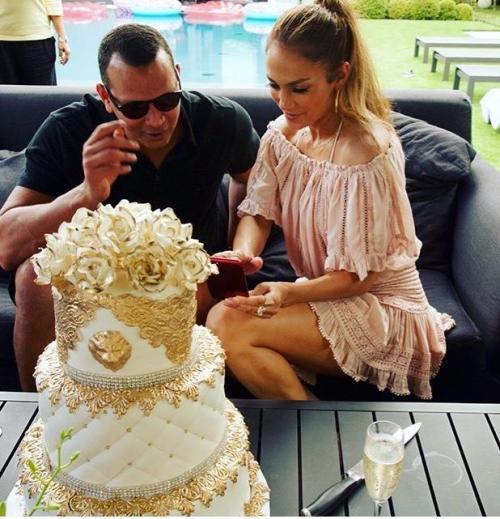 J Lo celebra cumpleanos numero 49