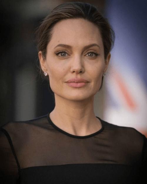 Angelina Jolie exige a Brad Pitt