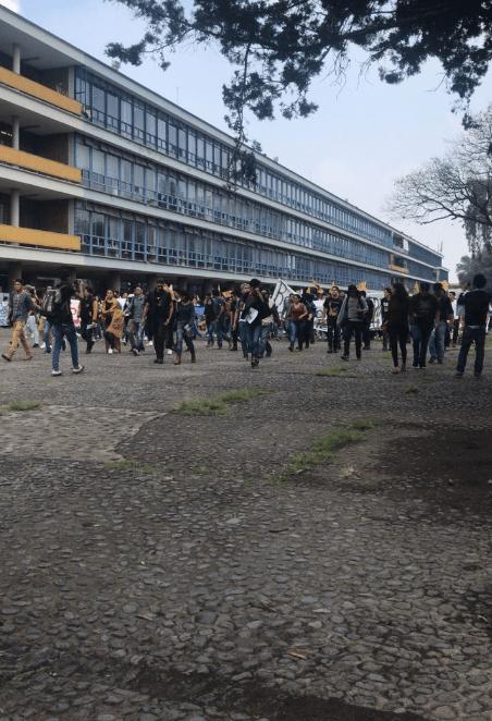 Madrazos en Rectoría de CU entre porros y manifestantes