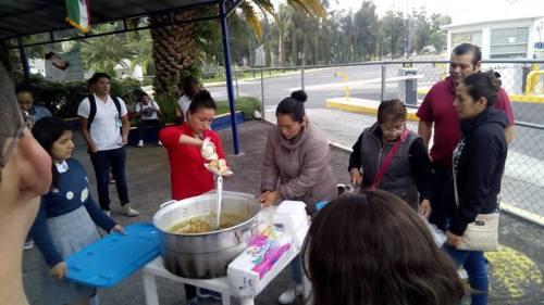Comerciantes de FES Aragón dan comida a estudiantes