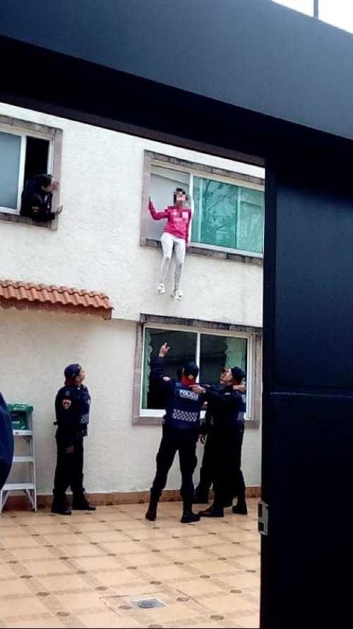 Chica intenta suicidarse desde primer piso le hacen memes