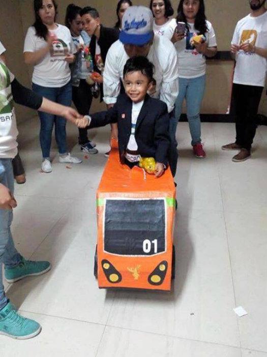 Este niño celebró su cumpleaños con temática del Metro