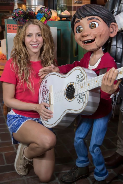 Critican a Shakira por salir sin brasier