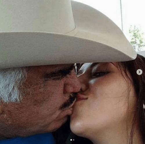 Fotos vicente fernandez besando a chica