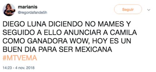 Diego Luna entrega premio a Camila Cabello