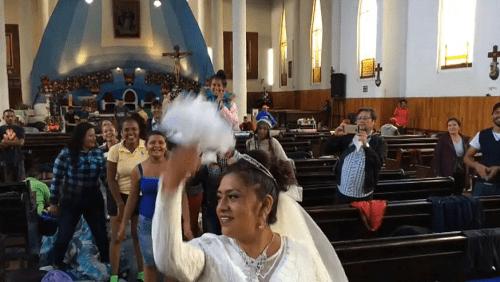 Hondureño y Poblano se casan en medio de la Caravana Migrante
