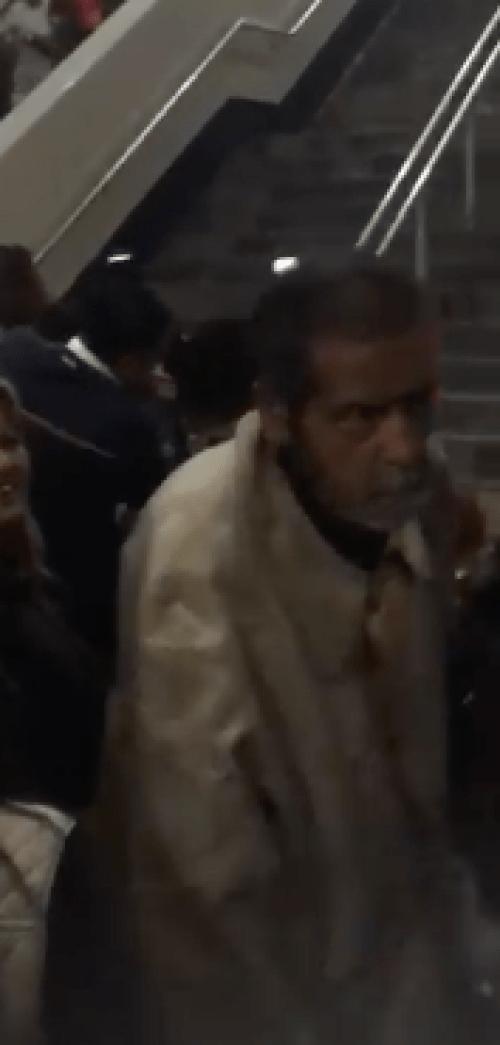 Suben ataúd al metro