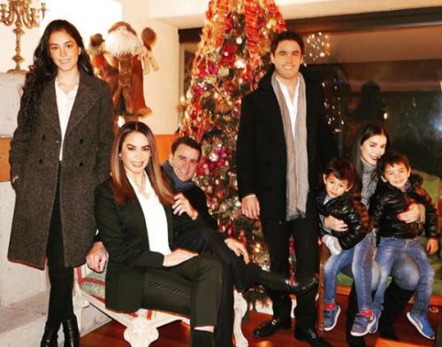 Bibi Gaytan anuncia bodas de plata con seis meses de anticipación