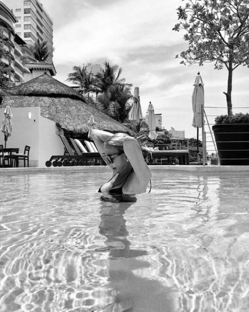 Laura Bozzo sube fotos en bikini