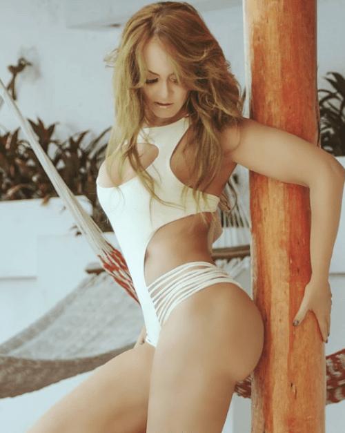 Gaby Spanic presume calendario al desnudo