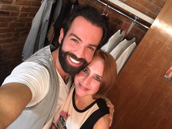 Irán Castillo tiene novio 10 años menor que ella