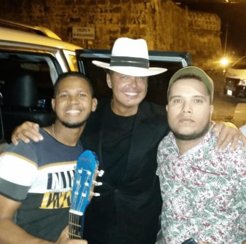 Luis Miguel es sorprendido por raperos en Colombia