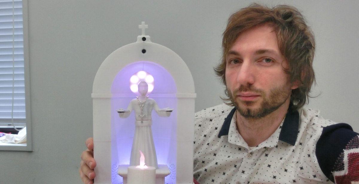 Foto SanTo Robot Católico 13 Abril 2019