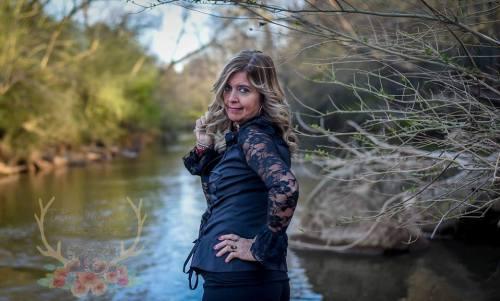 Mujer festeja su divorcio con sesión fotográfica