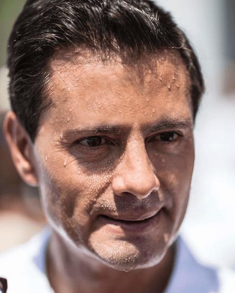 Captan a Peña Nieto bailando cumbias con su novia en fiesta