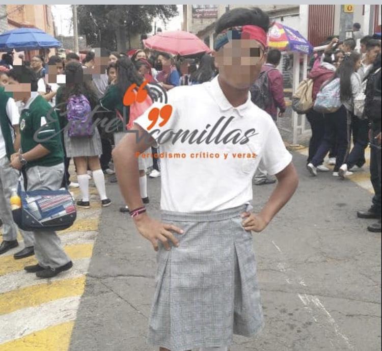 Primer alumno en usar falda por uniforme neutro en CDMX