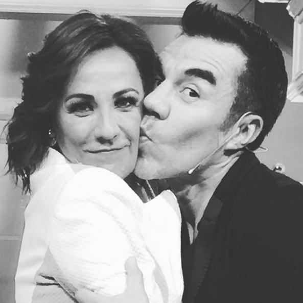 Adrián Uribe y Consuelo Duval presumen su amor en redes sociales