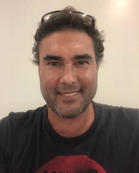 Eduardo Yáñez vuelve a atacar a un reportero