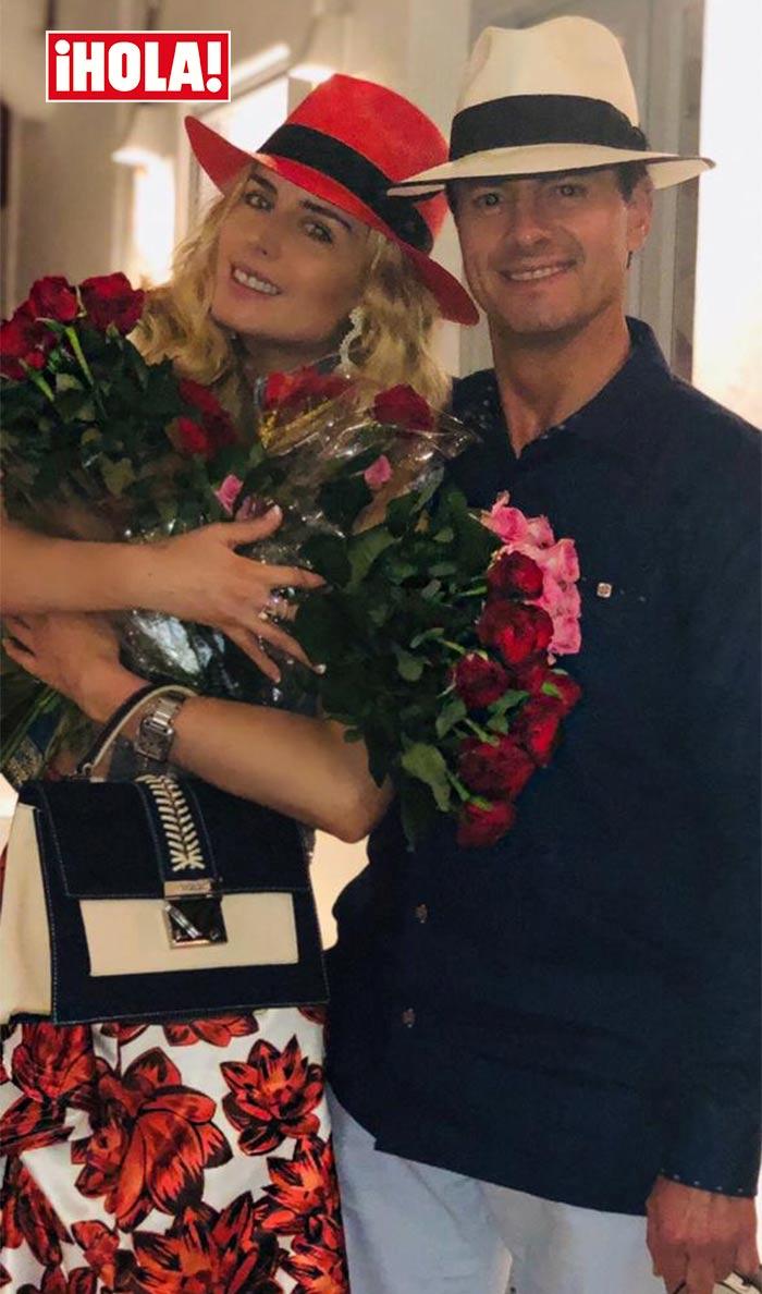 Peña Nieto regala flores a Tania Ruiz en España