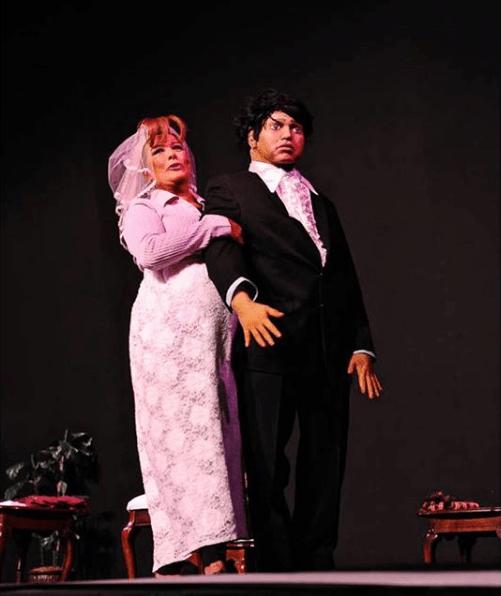 Sylvia Pasquel se disloca el hombro en obra de teatro en vivo