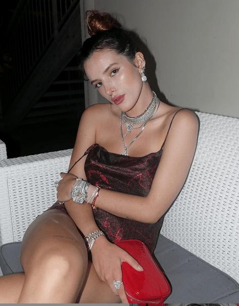 Bella Thorne hará una película porno junto a PornHub