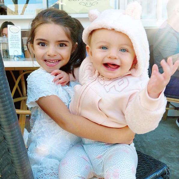 Destrozan a Aislinn Derbez por compartir foto con su hermanita