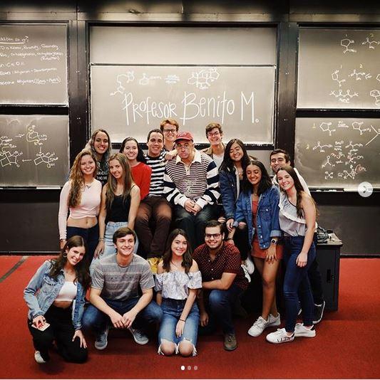 Bad Bunny da clase de música en universidad de Harvard