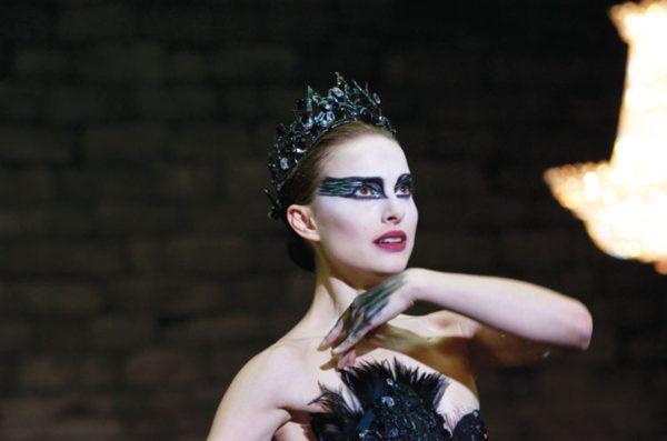 Yanet García se disfraza de Nina Sayers del Cisne Negro por Halloween