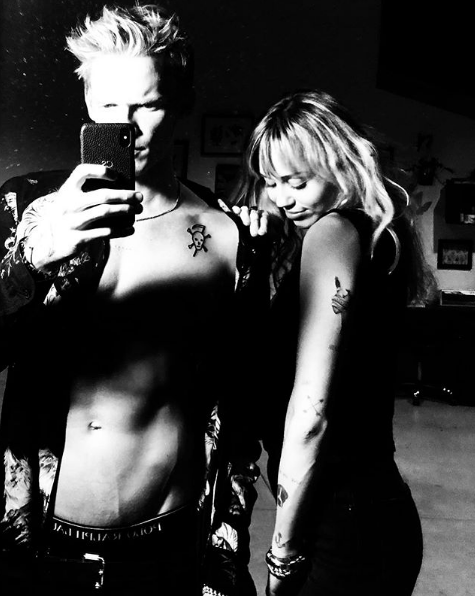 Miley Cyrus y Cody Simpson terminaron temporalmente