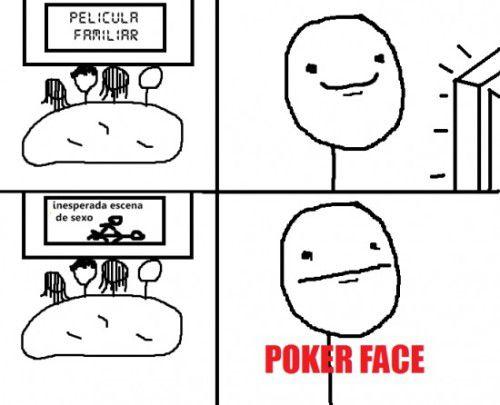 Meme Poker Face en momento incómodo con los papas viendo una película