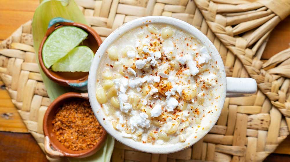 Así son los boliesquites, nueva comida de elote en bolillo