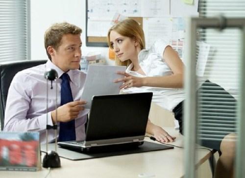 Coquetear en el trabajo alivia el estrés: estudio científico
