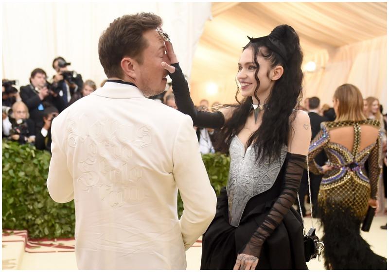 Grimes y Elon Musk en el Met Gala 2016