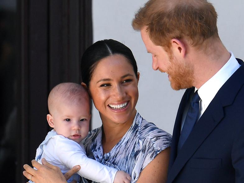 Reina Isabel II podría tener la custodia del hijo de Meghan y Harry