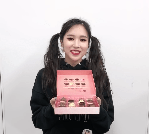 TWICE regala chocolates a ONCE por San Valentín