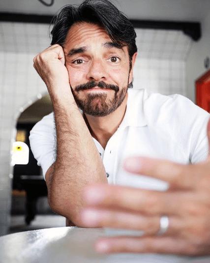 Eugenio Derbez es criticado por broma sobre el desabasto de papel higiénico