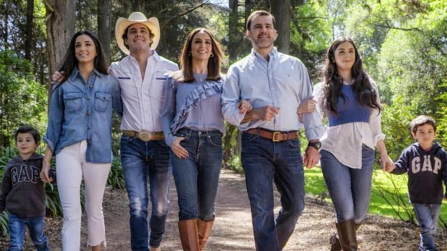 Bibi Gaytan y sus hijos cumpleaños 50 Eduardo Capetillo